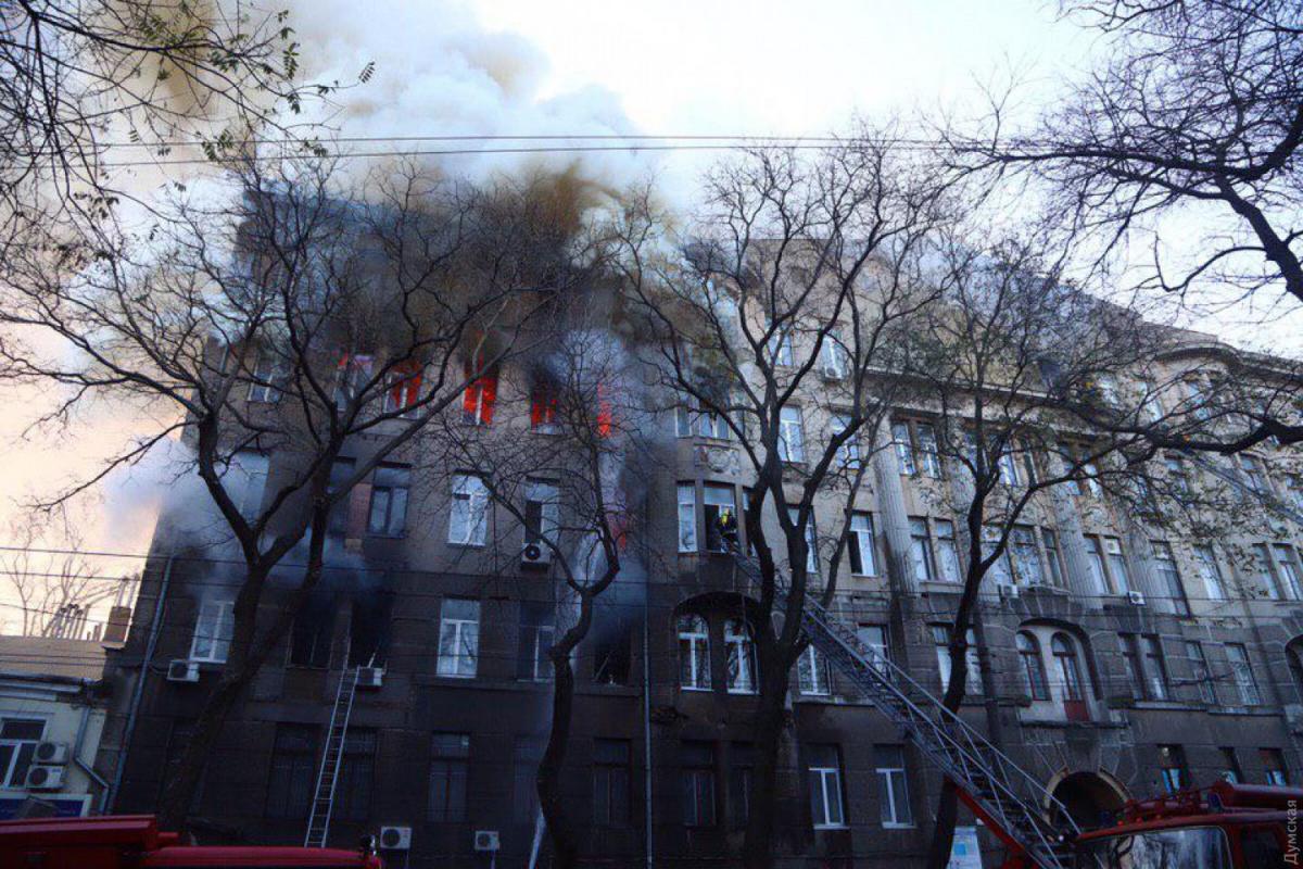 В Одессе возросло число погибших при пожаре в колледже
