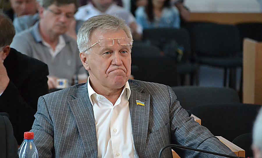 Николаевцы пожаловались на депутата горсовета Жайворонка, который прогнал детей со стадиона