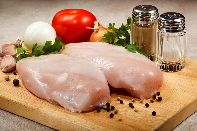 В куриной грудке обнаружена сальмонелла: николаевцев просят сообщать о продаже продукта