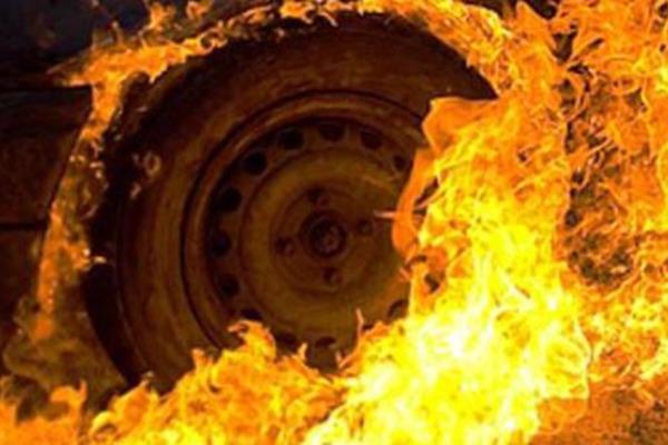 У Корабельному районі п'яний шанувальник порядку підпалив автомобіль сусіда