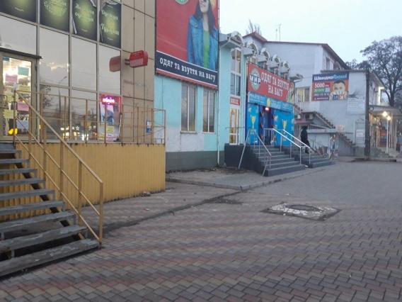 Уже три недели убирают незаконные будки вокруг Николаевского автовокзала