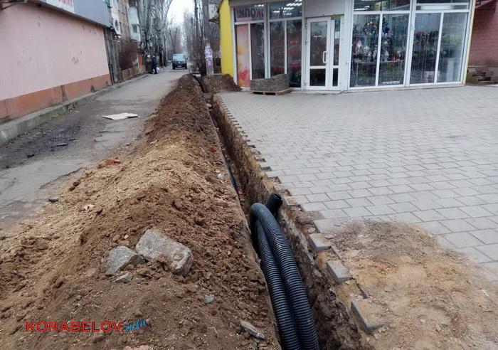 Николаевцы жалуются на опасные траншеи вдоль тротуаров в Корабельном районе