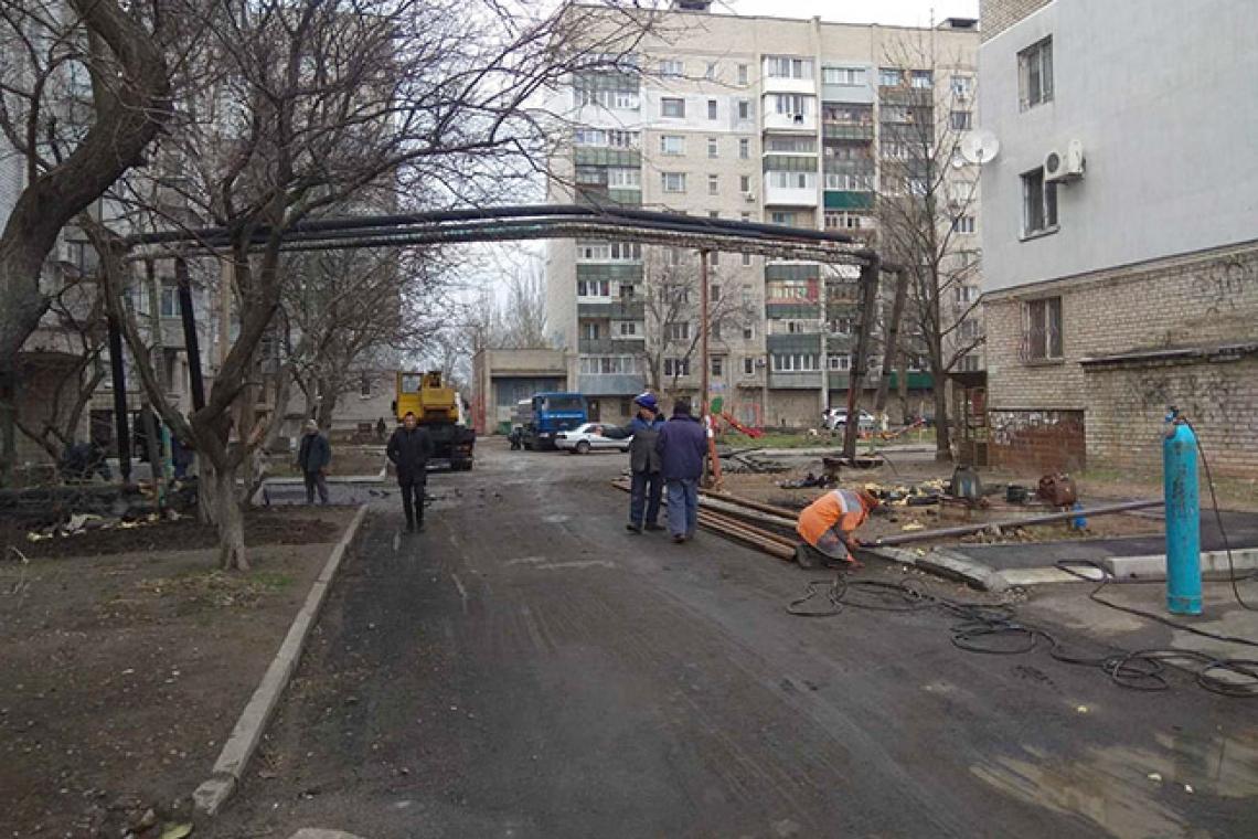 В Николаеве неизвестные, укладывая асфальт, повредили теплосеть: без тепла остались два дома