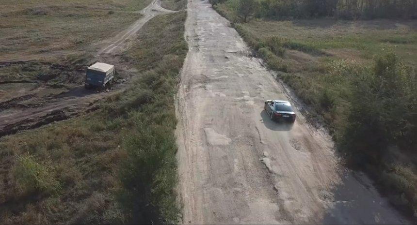 Трассу в Николаевской области польские видеоблогеры назвали «худшей дорогой в мире»
