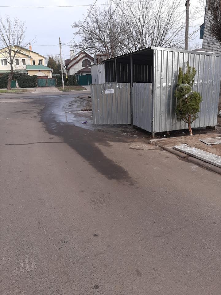В Николаеве по улице течёт зловонная жижа