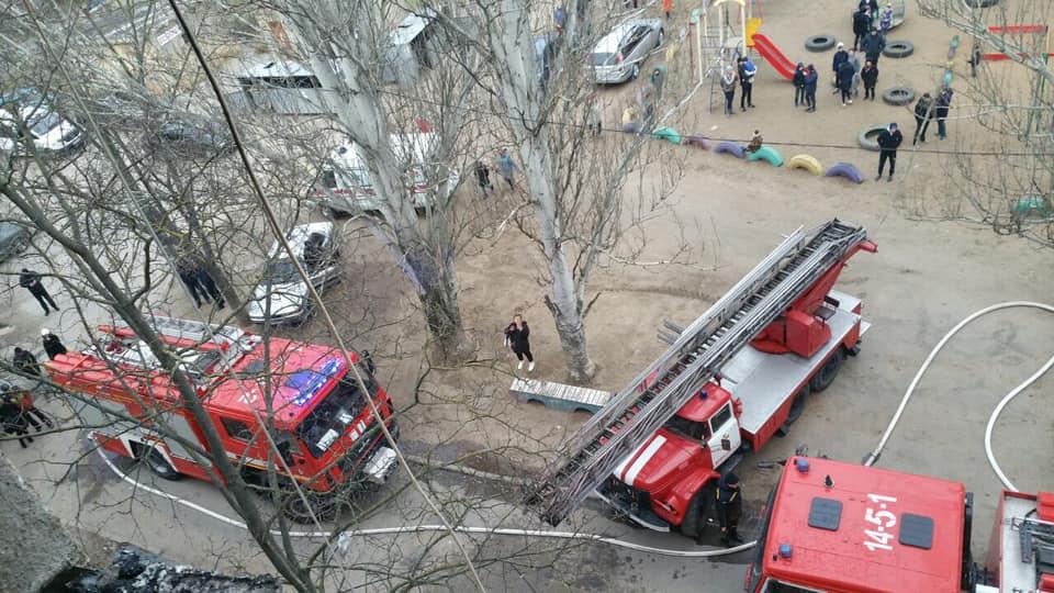 В Корабельном районе пришлось эвакуировать жителей из-за пожара в пятиэтажке