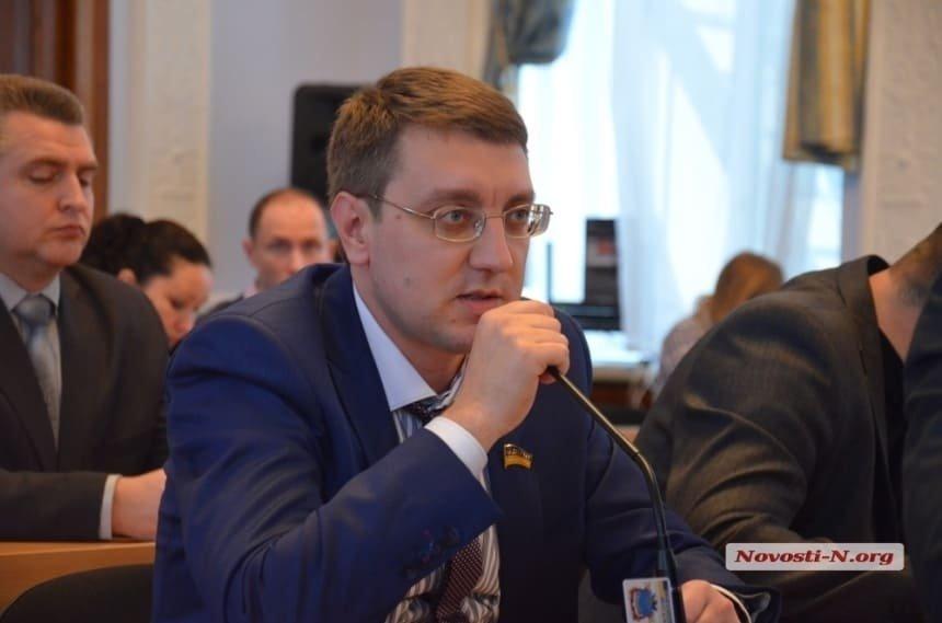 Активист, разбивший яйцо об голову николаевского депутата, извинился, что не сделал этого раньше