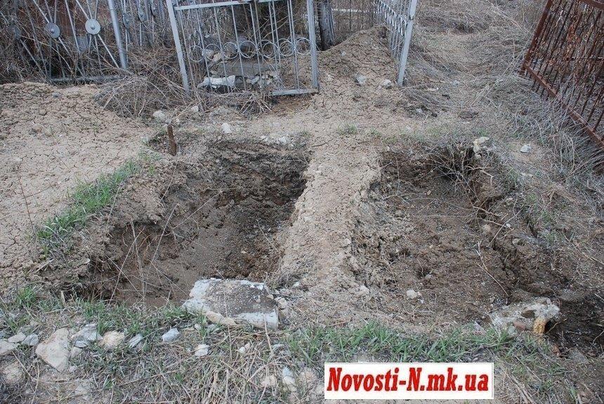 У Сенкевича решили проблему кладбищ: в Николаеве начали повторно хоронить на старых могилах