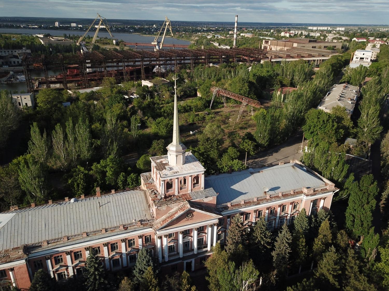 В Николаеве продолжает разрушаться здание Адмиралтейства, деньги на ремонт которого обещал найти Арахамия