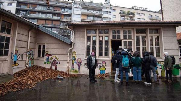В Париже около 300 мигрантов оккупировали здание детского сада