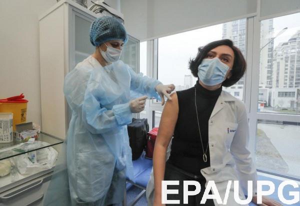 В Украине снизились темпы вакцинации от COVID