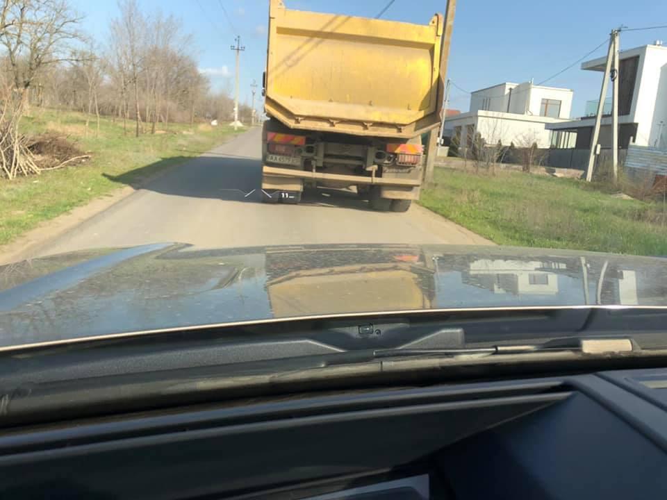 Камазы продолжают тайком возить мусор в парк «Богоявленский»