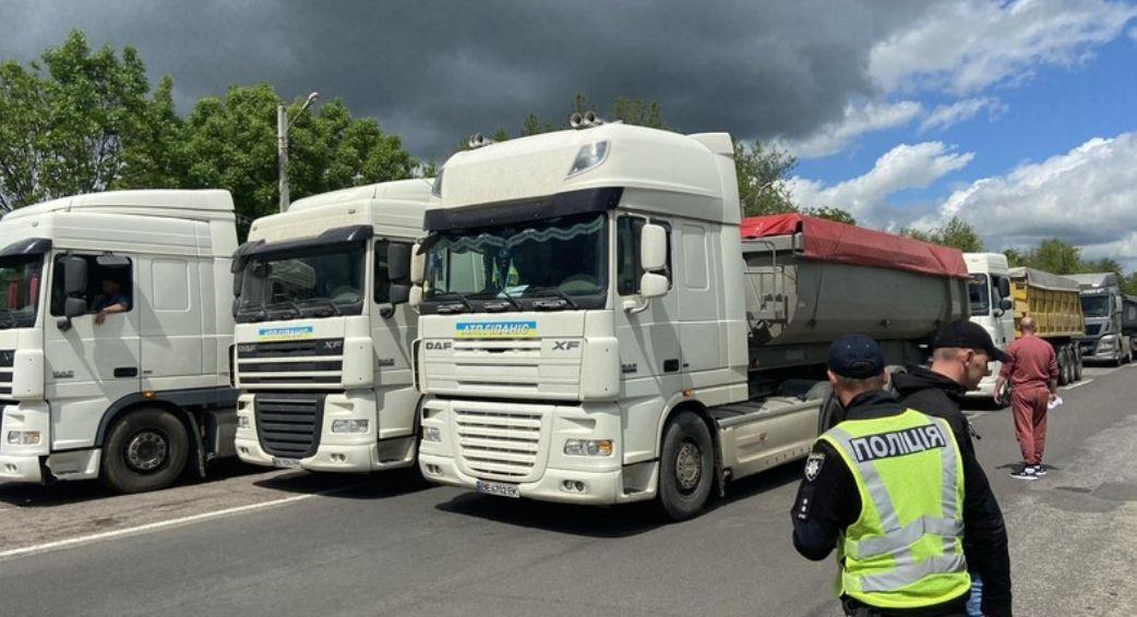 Перекрытие трассы под Николаевом: полиция начала уголовное производство