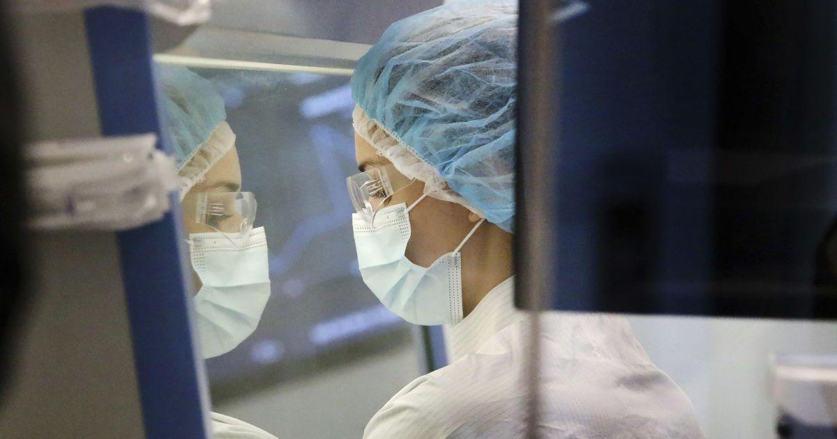 Глава ВОЗ не исключает версию о лабораторном происхождении коронавируса