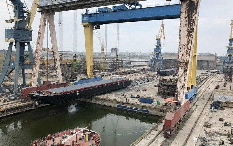 На заводе «Океан» в Николаеве рабочий упал с крана и сломал позвоночник