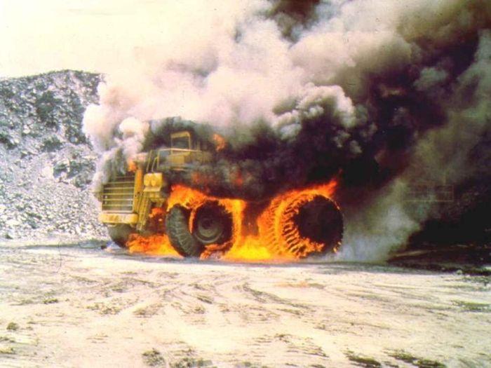 В Ингульском районе горел погрузчик