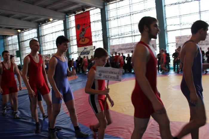 В Николаеве проходит Кубок Украины по греко-римской борьбе