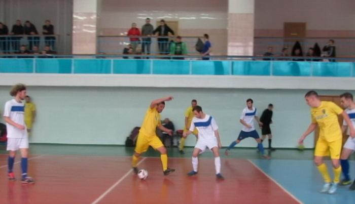 На Николаевском мини-футбольном поле снова встретились чемпионы лета