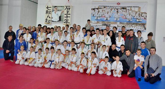 Николаевские каратисты привезли из Киева 18 золотых медалей