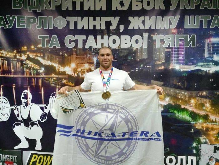 Николаевский портовик привез 2 золотые медали с Открытого Кубка WPA Украины по пауэрлифтингу (ФОТО)