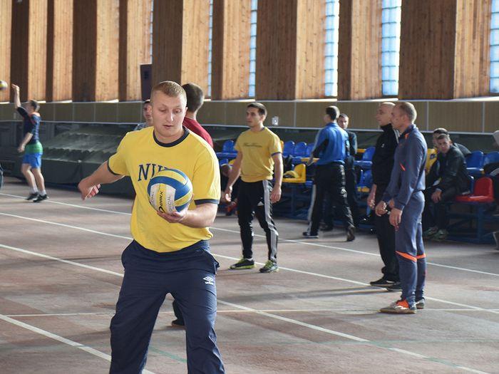 Николаевские спасатели сыграли в волейбол