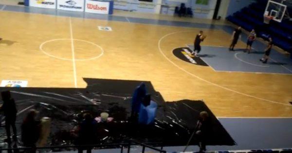 В Николаеве дождь залил спорткомплекс «Надежда», где делают ремонт (ВИДЕО)