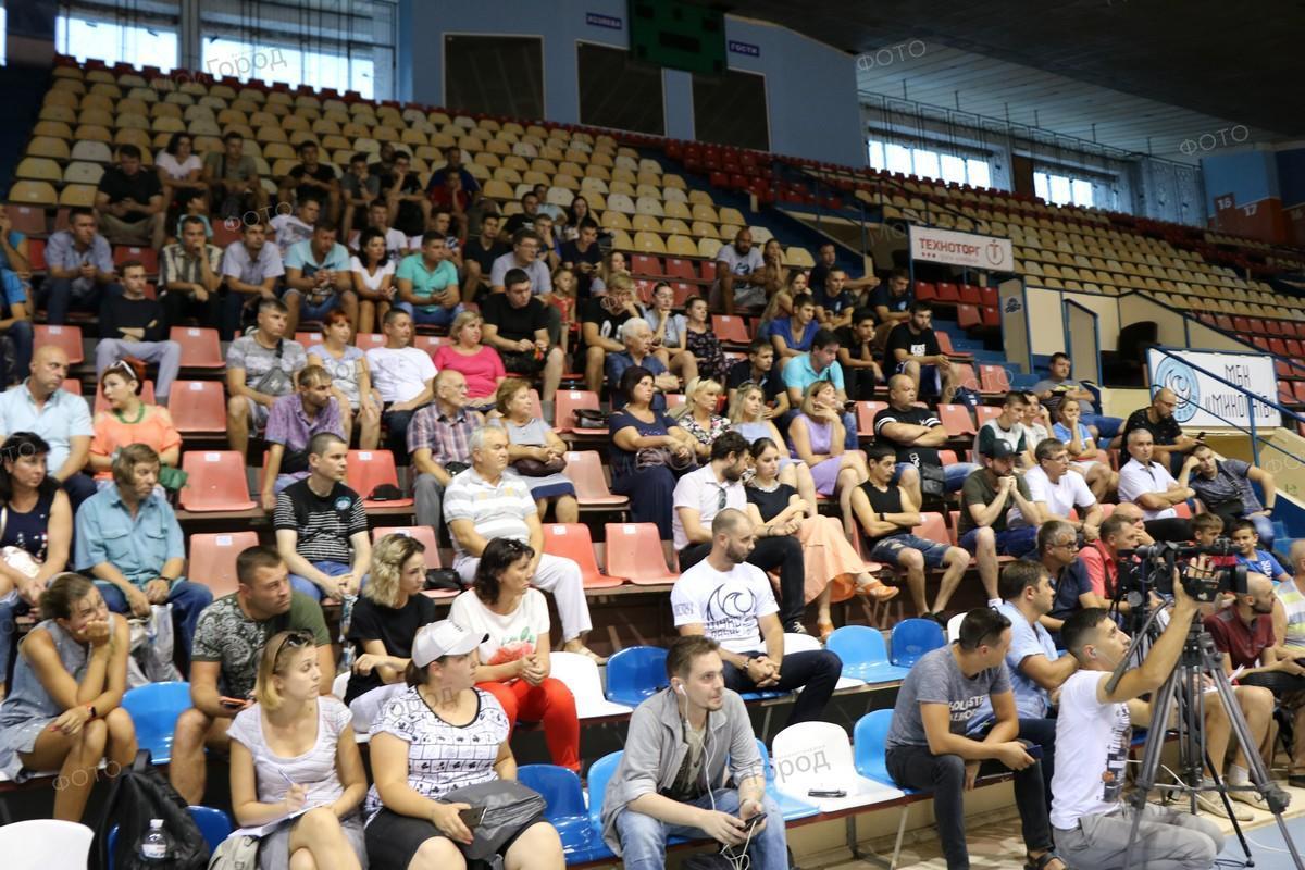 Болельщики и МБК «Николаев» выступили против нового президента клуба и подали иск в суд