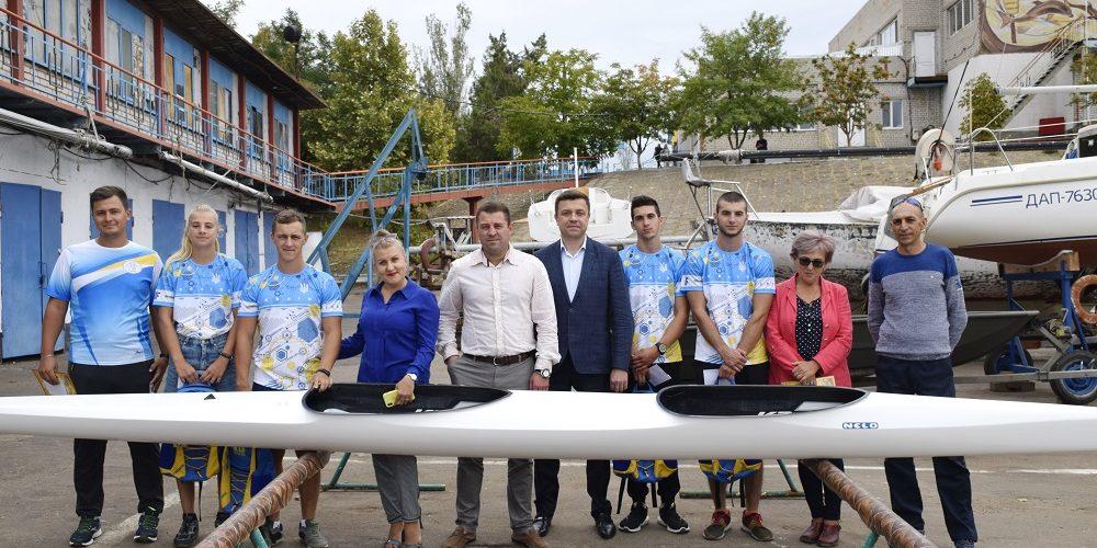 «НИКА-ТЕРА» подарила байдарку спортивному детскому комплексу Корабельного района