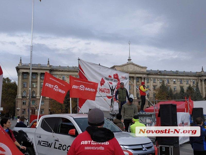 В Николаеве торжественно открыли марафон, ради которого перекрыли центр города